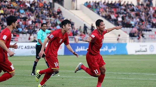 Vietnam up 10 places in FIFA rankings in April hinh anh 1