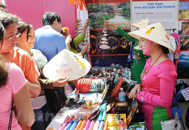 Vietnamese culture attracts visitors at int'l fair in Mexico hinh anh 1