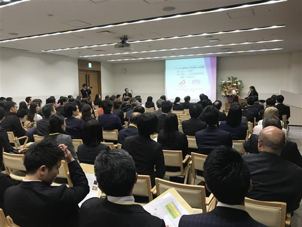 Japanese firms, Vietnamese students join exchange hinh anh 1