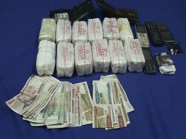 Quang Binh border force arrests Lao drug traffickers hinh anh 1