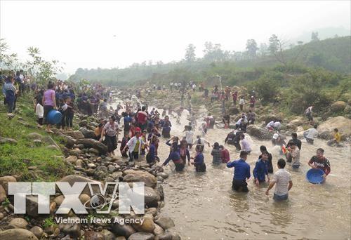 Lao ethnics in Dien Bien celebrate water splashing festival hinh anh 1