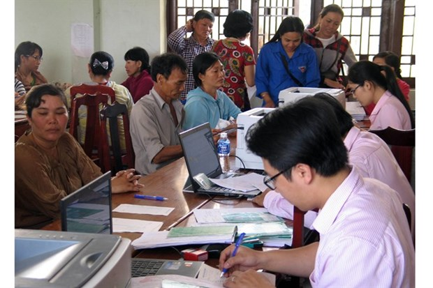 Few poor people take up work abroad hinh anh 1