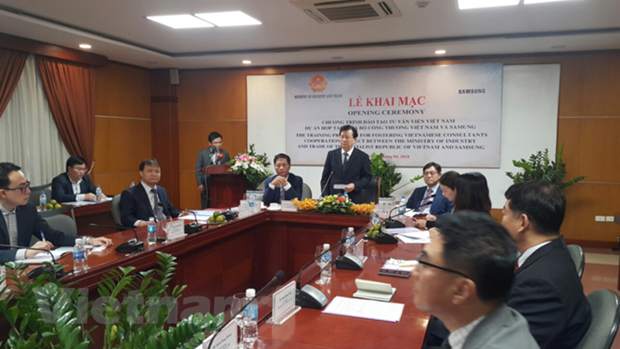Samsung helps Vietnam train experts in support industry hinh anh 1