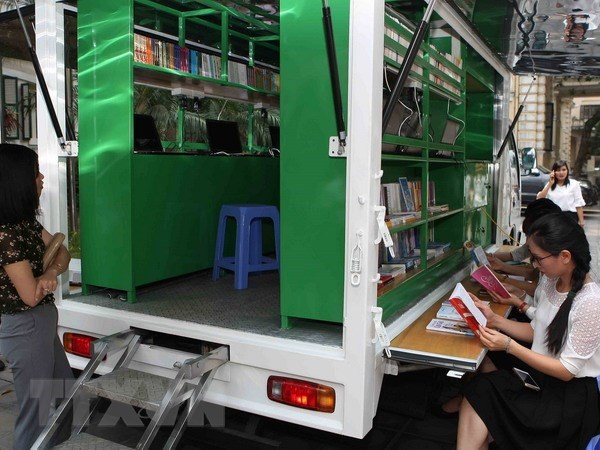 Bookmobiles granted to people in remote areas hinh anh 1