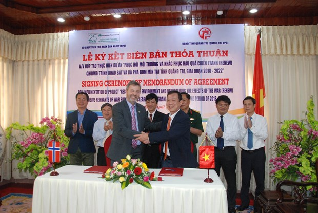 Norway helps Quang Tri tackle consequences of bombs, mines hinh anh 1