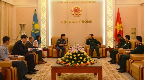 Defence Minister Lich receives Kazakhstani Deputy Defence Minister hinh anh 1