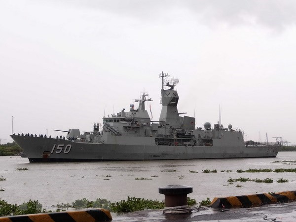 Australian naval ships make port call in HCM City hinh anh 1
