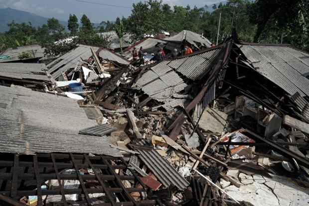 Indonesia: Earthquake leaves two dead, over 300 buildings damaged hinh anh 1