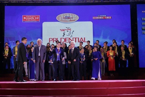 Prudential Vietnam wins Golden Dragon Award hinh anh 1