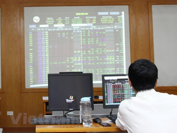 VN-Index drops 43.9 points due to selling pressure hinh anh 1