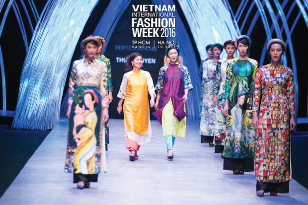 Vietnam Int'l Fashion Week underway in HCM City hinh anh 1