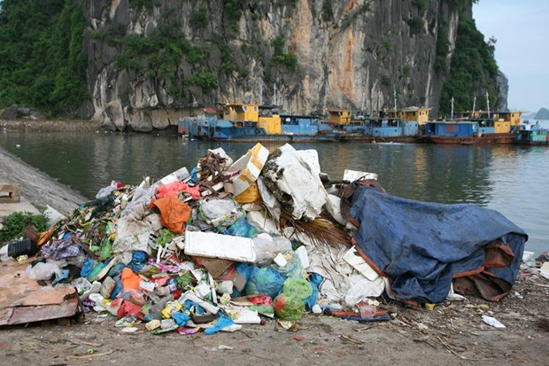 Plastic waste – serious threat to environment hinh anh 1