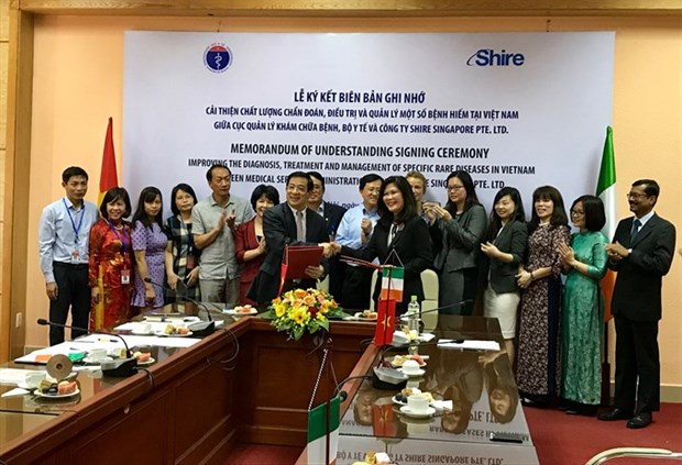 Singaporean company helps Vietnam with rare disease treatment hinh anh 1