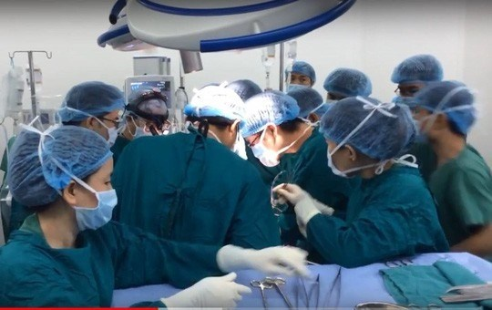 Brain-dead man donates organs, saves multiple lives hinh anh 1