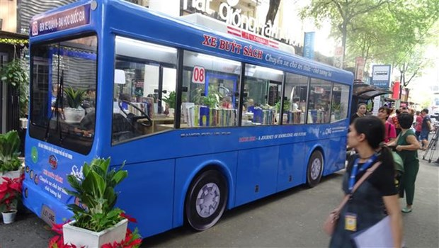 Bus library launched in HCM City hinh anh 1