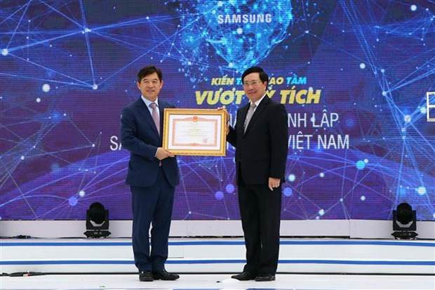 Samsung Electronics Vietnam's 10th anniversary marked hinh anh 1