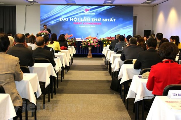 Vietnamese in Europe discuss ways to preserve national culture hinh anh 1