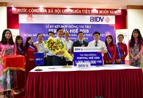 BIDV donates 1 billion VND to Hue Festival hinh anh 1