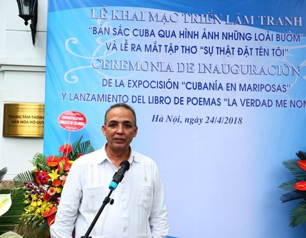 Cuban hero's paintings, poems introduced in Hanoi hinh anh 1