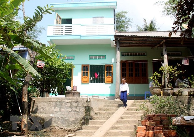 """Red-Cross house"" model helps disaster-affected locals repair dwelling hinh anh 1"