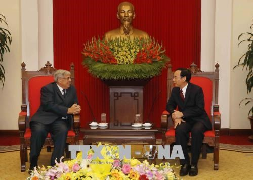 French Communist Party delegation visits Vietnam hinh anh 1