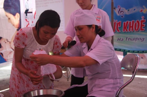 Vietnam faces shortage of skilled midwives in mountainous areas: reports hinh anh 1