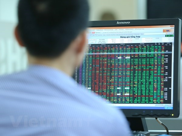 Key stocks rebound, fueling VN-Index's recovery hinh anh 1