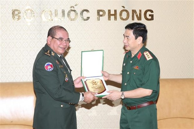 Vietnam, Cambodia border guard forces boost cooperation hinh anh 1