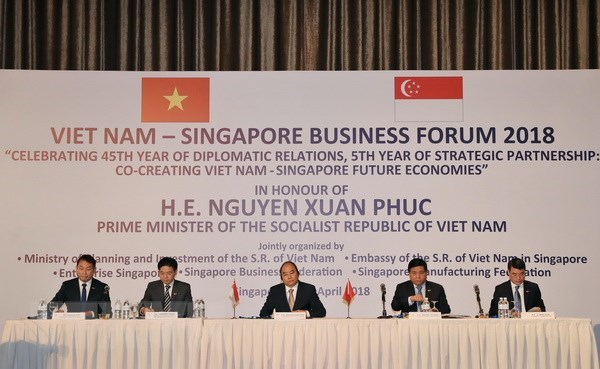PM urges strong changes in Vietnam-Singapore economic partnership hinh anh 1