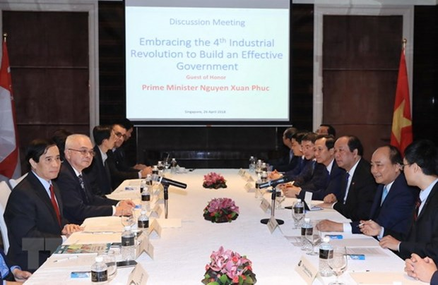 Vietnamese PM meets with scientists, intellectuals in Singapore hinh anh 1