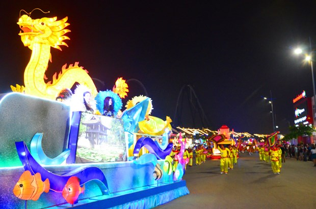 Carnival Ha Long kicks off with brilliant parade hinh anh 1