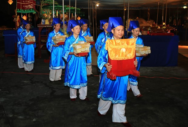 Hue festival: Heaven-and-Earth-worshipping ritual re-enacted hinh anh 1