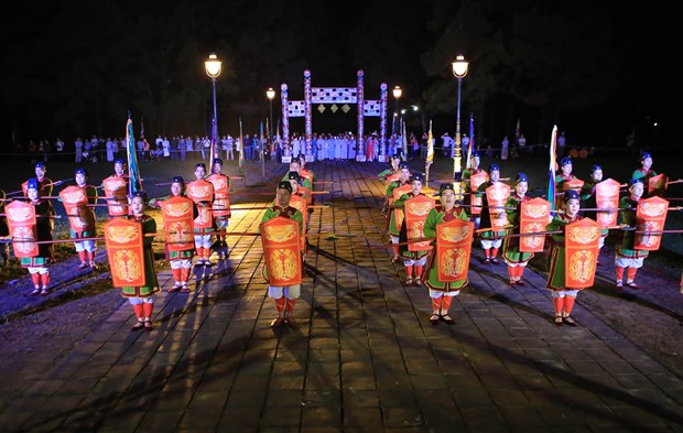 Hue festival: Heaven-and-Earth-worshipping ritual re-enacted hinh anh 2