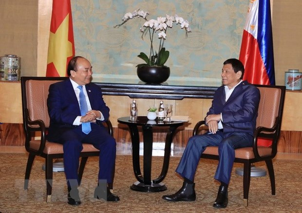 PM meets Philippine President on ASEAN Summit sidelines hinh anh 1