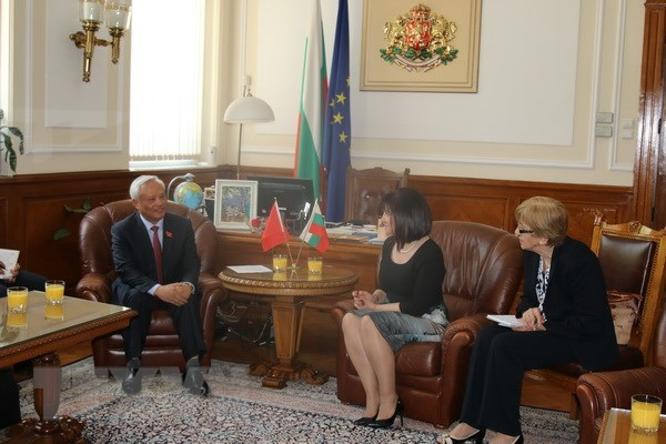 Vietnam looks to foster cooperation with Bulgaria hinh anh 2