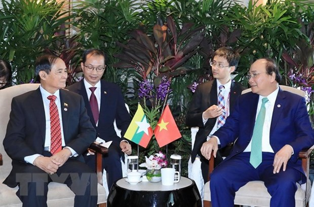 PM Nguyen Xuan Phuc held bilateral meetings on sidelines of ASEAN Summit hinh anh 2