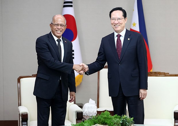 Philippines, RoK vow to enhance defence ties hinh anh 1
