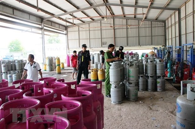 Gas trading violations affect businesses, consumers hinh anh 1