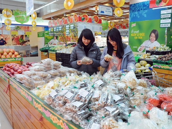 Retail goods, services gross 1.4 quadrillion VND in four months hinh anh 1
