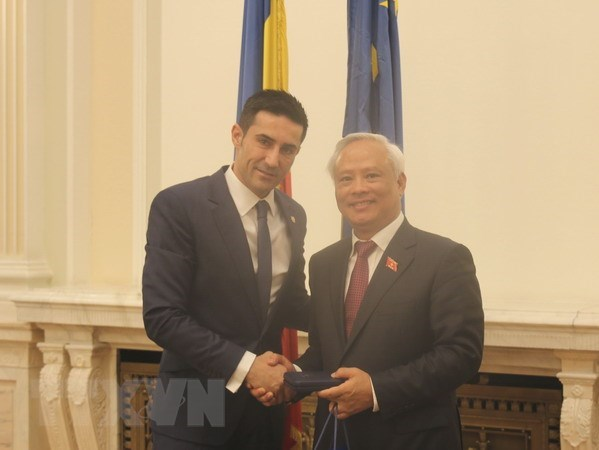 Vietnamese NA enhances ties with Romanian Parliament hinh anh 1