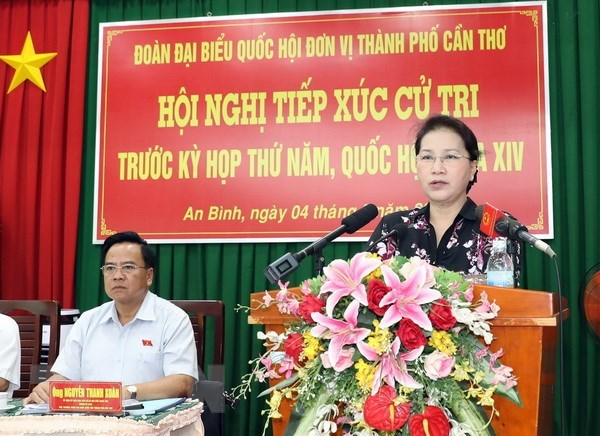 NA Chairwoman meets voters in Can Tho city hinh anh 1