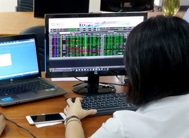 VN-Index slightly rises to stand at 1,026.8 points hinh anh 1