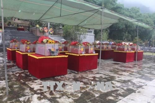 Remains of voluntary soldiers, experts reburied in Thanh Hoa hinh anh 1