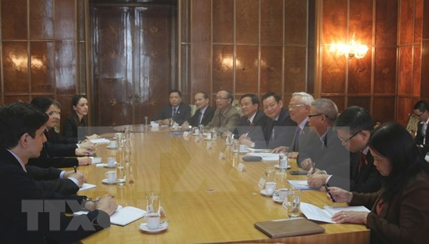 NA Vice Chairman discusses ties with Romanian Deputy PM hinh anh 1