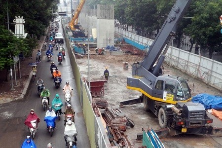 Hanoi Party official inspects progress of urban railway project hinh anh 1