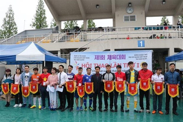 Vietnamese People's Association in RoK holds first sports event hinh anh 1