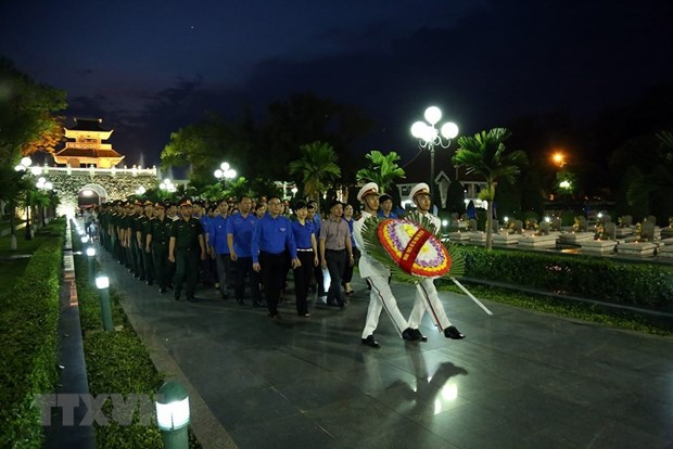 Candle lighting commemorates fallen soldiers in Dien Bien Phu battle hinh anh 1