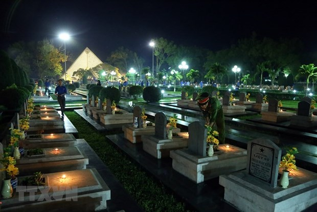 Candle lighting commemorates fallen soldiers in Dien Bien Phu battle hinh anh 3