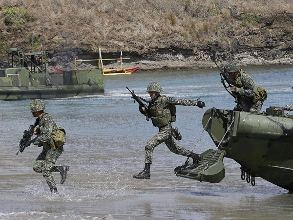 Philippines acquires more weapons to improve fighting capability hinh anh 1