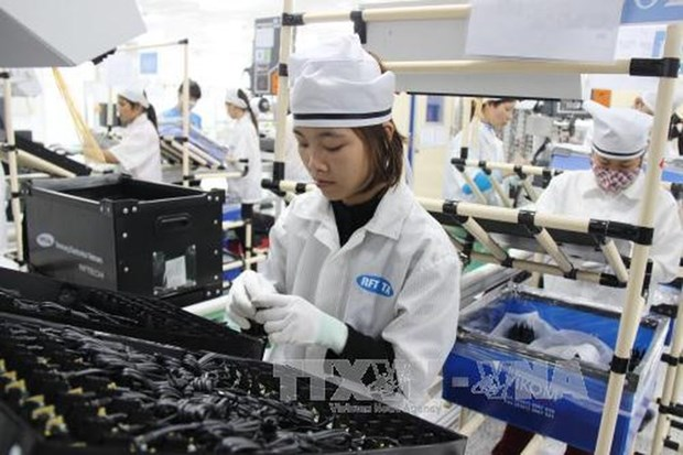 Telephone, computer exports decline in April hinh anh 1